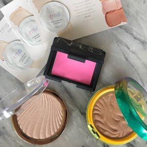 BLUSH - BRONZER - HIGHLIGHTER TRIO